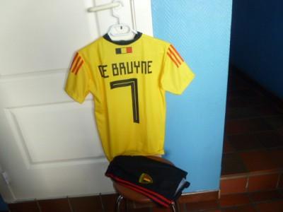 Belgie voetbalthirts met short geel Debryune 1j tot xxl
